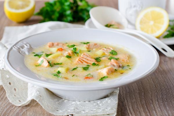 Сырный суп с семгой и грибами