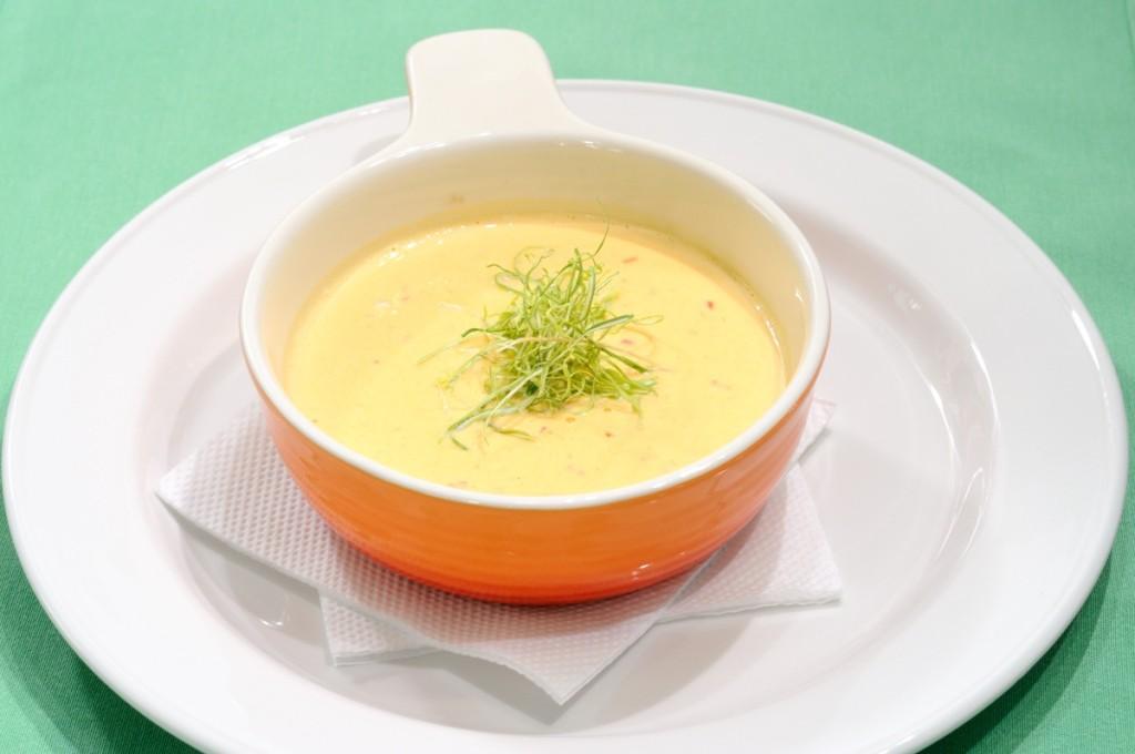 Крем-суп с мясом, картошкой и мятой