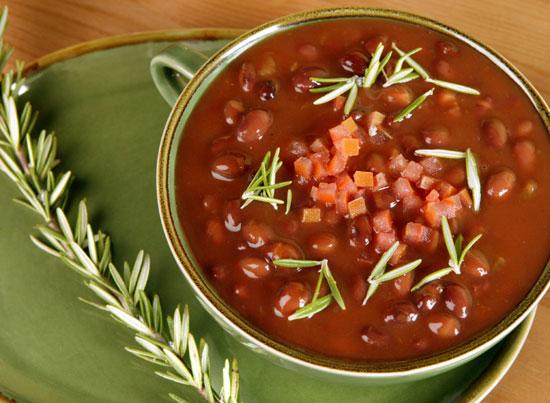 Простой суп из консервированной фасоли