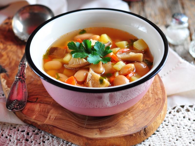 Суп из консервированной фасоли в томатном соусе в мультиварке