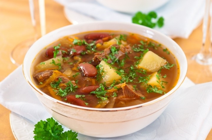 Суп из овощей с фасолью и гренками