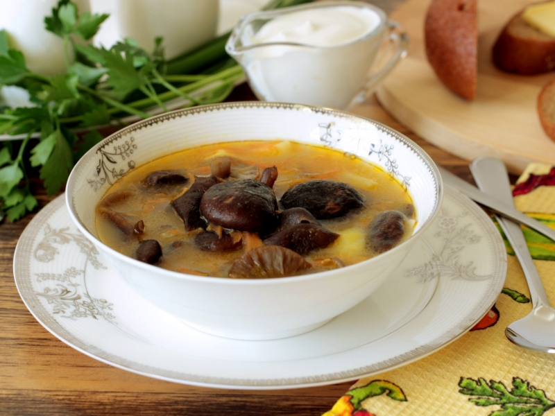 Суп с колбасой и тортеллини