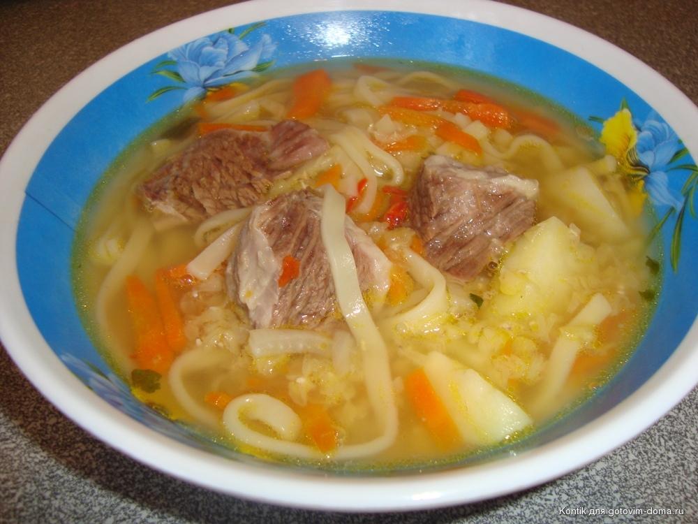Суп с мясом и картошкой на говяжьем бульоне