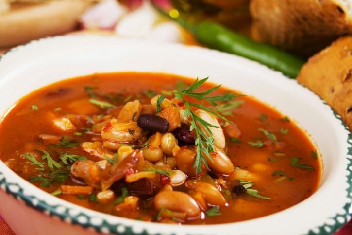 Фасолевый суп с красной фасолью консервированной и копченостями