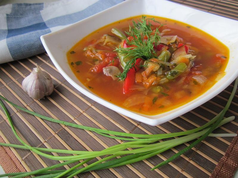 Фасолевый суп с лапшой и говядиной