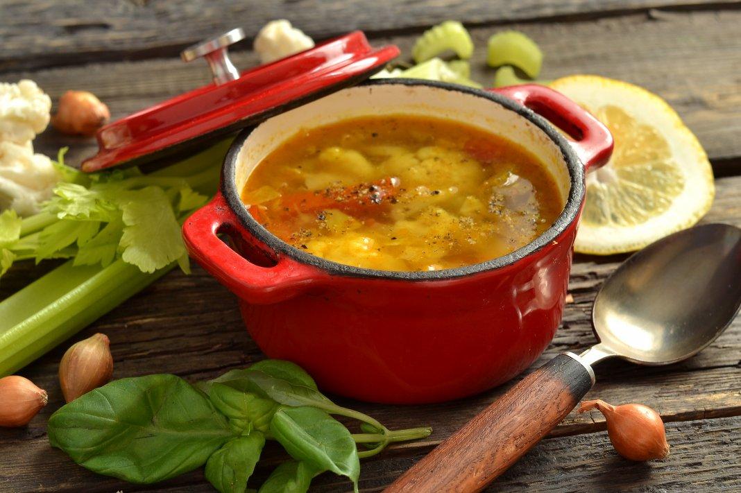 Это, прежде всего, лёгкий полезный супчик, способный быстро утолить ваш голод и наполнить желудок.